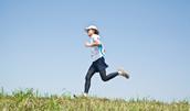 21861262(ジョギングをする日本人男性)とその連想画像
