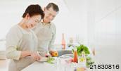 21830816(料理をする60代シニア夫婦)とその連想画像