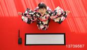 13709587(書初めをする振り袖を着た女の子)とその連想画像