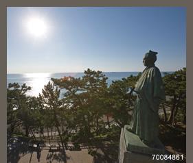 70084861(坂本竜馬像と太平洋)