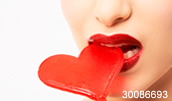 30086693(赤いハートのキャンディと赤い唇)とその連想画像