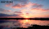 30215142(夕焼けの湖)とその連想画像