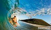 55003233(サーフィンをする男性)とその連想画像